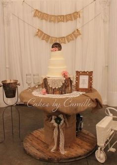 Country Wedding Cakes Vintage wedding cake display, burlap, lace, and rustic log all work together to give an antique feel. Country Wedding Cakes, Wedding Cake Rustic, Cool Wedding Cakes, Wedding Cake Designs, Wedding Cake Toppers, Country Weddings, Wedding Vintage, Romantic Weddings, Wedding Ideas
