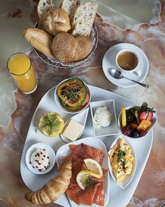Ein ☀️ Tag, der mit einem traumhaften Frühstück am Wörthersee beginnt kann nur perfekt werden!  ❤️ ☕ 🥐  ️  Der Bäck´ vom See! 🥨 . #wienerroither #maguat #bäckerei #brot #Gebäck #handgemacht #bäcker #geschmack #genuss #backen #backstube, #backhandwerk, #bake, #bakery, #withlove #kärnten #austria  #café #kaffee #pastry #torten #cake #kuchen #Frühstück