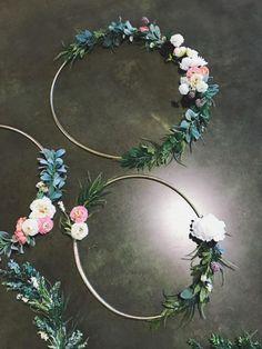 Hula Hoop Hoop verwandelt sich in einen hübschen Blumenkranz: DIY-Ideen - Hula Hoop Home Dekoration Imágenes efectivas que le proporcionamos sobre entreti - Deco Floral, Arte Floral, Floral Design, Diy Wedding, Wedding Flowers, Dream Wedding, Wedding Day, Hula Hoop, Fleurs Diy