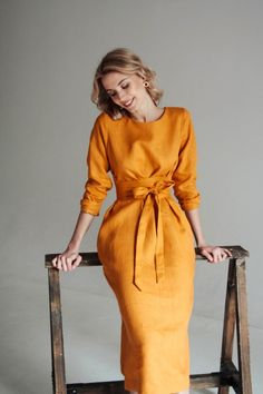 If you are looking for a comfortable, flattering dress that will transcend fashion fads, the Honey Midi linen dress is for you. A simple, loose k Elegant Dresses, Casual Dresses, Short Dresses, Summer Dresses, Summer Tunics, Dress Long, Simple Dresses, Pretty Dresses For Women, Puffy Dresses