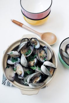 Summer is coming to an end, Steamed Clams with @zicococonut Chilled Coconut Water and Sake is the perfect dish for it.
