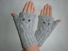 Hand-knitted light grey color wrist warmers with by rokeliux