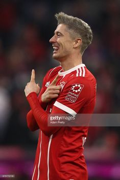 Robert Lewandowski of Bayern Muenchen celebrates after he scored his teams third goal to make it 3:0 during the Bundesliga match between FC Bayern Muenchen and FC Augsburg at Allianz Arena on November 18, 2017 in Munich, Germany. (Photo by Adam Pretty/Bongarts/Getty Images)