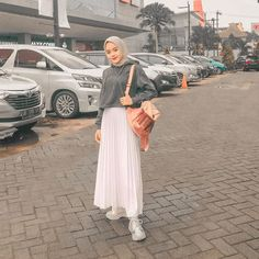 Recommendation Hijab Trend Selebgram Style Outfit of The Day (OOTD) trend 2019 . Positif, Inspirasi & Motivasi - -💗💙   Share your outfit of the day! Niqab Fashion, Modern Hijab Fashion, Street Hijab Fashion, Hijab Fashion Inspiration, Muslim Fashion, Fashion Outfits, Fashion Trends, Casual Hijab Outfit, Hijab Chic