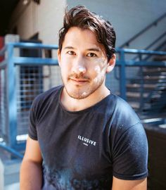 Markiplier - ugh why is he so pretty and handsome at the same time Mark And Ethan, Jack And Mark, Markiplier Wallpaper, Hank Green, Style Masculin, Darkiplier, Youtube Gamer, Septiplier, Cartoon Network Adventure Time
