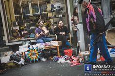 Am 26.9. gehörte die #Annenstraße, von Roseggerhaus bis Bahnhofgürtel, wieder dem #Annenviertel #Flohmarkt.  Das Wetter spielte mit und so wurden wieder alte Sachen nicht weggeworfen, sondern wechselten schnell ihre Besitzer.  Der Annenstraßen Flohmarkt bzw. Annenviertel-Flohmarkt ist aber nicht nur ein Ort, bei dem geschmökert und getauscht wird, es ist auch einer der Gelegenheiten, bei dem das #engagierte #Viertel wieder zusammenkommt und sich Anrainerinnen und Anrainer kennenlernen…