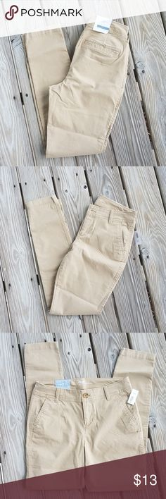 """NWT Old Navy Skinny Khaki Pants Size 2 Regular Brand: Old Navy  Description: Skinny khaki, mid-rise  Condition: New with Tags  Material: 97% cotton, 3% spandex  NWT Old Navy Skinny Khaki Pants Size 2 Regular  Waist:26"""" Inseam: 29"""" Leg Opening: 10"""" Rise: 9"""" Old Navy Pants Skinny"""