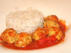 Dit recept voor visballetjes in tomatensaus is een prachtig Noord-afrikaans gerecht met Joodse invloeden. De visballetjes kun je maken met kabeljauw maar smaken ook prima met koolvis (dit is iets goedkoper). Serveer de visballetjes met brood, rijst of couscous.