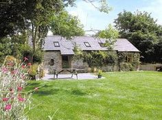 Stoats Hole Barn English Country Cottages, Cornwall, Places To Visit, Barn, England, House Styles, Plants, Easter, Inspiration
