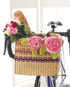 These cabbage roses are fun additions to bags and baskets! Shown in Lily Sugar n Cream