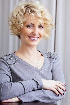 Cute and Beautifully Short Curly Hair Hair Salon Short Curly Hairstyles For Women, Curly Hair Styles Easy, Hair Styles 2014, Curly Hair Cuts, Curly Bob Hairstyles, Short Hair Cuts For Women, Trendy Hairstyles, Short Hair Styles, Short Haircuts