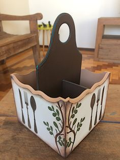 Porta talher. No Shabby Chic Kitchen Accessories, Pallet Boxes, Tole Painting, Gift Baskets, Wood Projects, Scrap, Arts And Crafts, Creative, Handmade
