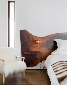 Pretty, but maybe a headboard with live edge that fits the bed size better. modern mountain house tour bedroom with live edge headboard Home Bedroom, Bedroom Decor, Master Bedroom, Woodsy Bedroom, Wood Slab, Raw Wood, Solid Wood, Deco Design, Design Trends