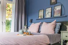 Blog   Pure & Original bedroom in blue the colour Greek Sky Licetto Slaapkamer in blauw Licetto - Greek Sky Styling: Maison Belle Foto: RVR Photography #slaapkamer #blauw #bedroom