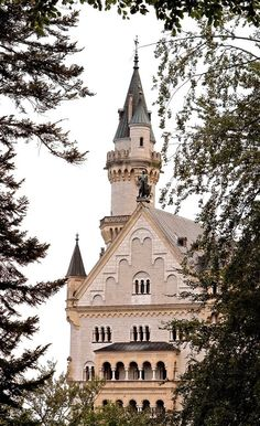 Castelos medievais - O castelo de Neuschwanstein foi mandado construir pelo rei Luís II da Baviera (1845-1886).