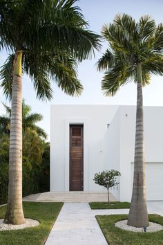 Architecture Beast; Amazing Houses: Living Modern With Style | #architecture #modern #contemporary #house #home #beautiful #amazing #facade #entrance #white #palm #trees