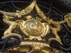 Closer inspection of the emblem above the main entrance to the Philharmonic Dining rooms.