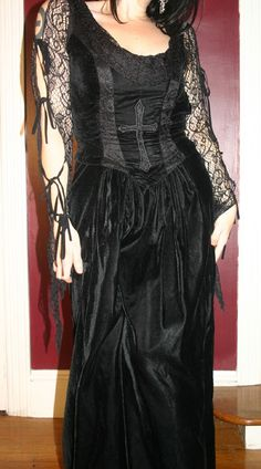 Edgy Outfits, Cool Outfits, Velvet Gown, Dark Fashion, Alternative Fashion, Look Cool, Vintage Black, Gown Dress, Clothes
