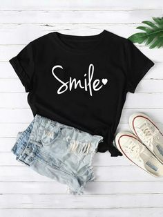 Heart And Graphic Print Tee Girls Fashion Clothes, Teen Fashion Outfits, Look Fashion, Trendy Fashion, Girl Fashion, Cute Clothes For Teens, Casual Teen Fashion, Teenage Clothing, Preteen Fashion