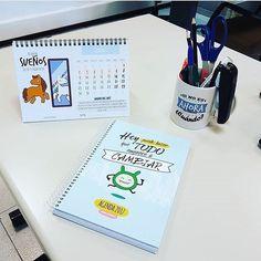 Escritorio muy #VirusDLaFelicidad  Gracias @xikytina por la foto!  www.virusdlafelicidad.com  #virusdlafelicidad #agendavirus #tazavirus #calendariovirus #calendario #taza #agenda #escritorio #yopropago