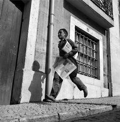Estúdio Horácio Novais - Ardina, Lisboa, Portugal, 1930-1980   [Street vendor of newspapers, Lisbon, Portugal,1930-1980]  From Biblioteca de Arte / Art Library Fundação Calouste Gulbenkian