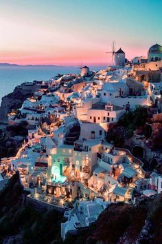 santorini honeymoon Santorini + Brett E - honeymoon Vacation Places, Dream Vacations, Vacation Spots, Beautiful Places To Travel, Beautiful World, Fred Instagram, Instagram Travel, The Places Youll Go, Places To Visit