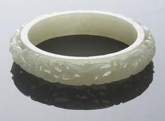 A white nephrite jade bangle, Qing Dynasty