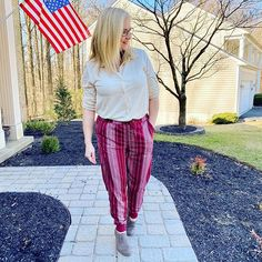 Walking into the weekend in comfort!  Who says comfortable cant be cute?  Joggers and a tshirt button up say otherwise.  If you live in #delaware come visit for open hours today noon-4 and get yourself an outfit!  #lularoe #lularoejax #lularoevalentina #lularoeselena #lularoedelaware #lovehooyouare #comfort #joggers #boutique #delawaresmallbusiness #shop #fashion #ootd #fashionover40  @lularoe @lularoe.retailers @deannelularoe