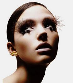 Out of space accessories - the most spectaculas false lashes • Adoreness