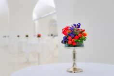 floral standing table decoration in red and violet Standing Table, Table Decorations, Floral, Red, Furniture, Home Decor, Flowers, Interior Design, Home Interior Design