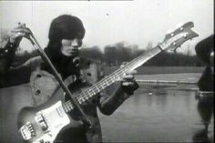 Roger Waters pulling a Jimmy Page on a bass Pink Floyd, David Gilmour, Dark Side Of Moon, Musica Punk, Psychedelic Bands, Richard Wright, Roger Waters, Set Me Free, Progressive Rock
