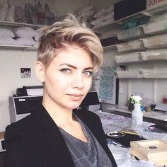 Faux Hawk Frisuren, asymmetrische Frisuren, brave Pixie Frisuren oder Frisuren mit perfekten Locken …. 12 Kurzhaarfrisuren, für jeden etwas dabei …