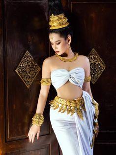 Traditional Thai Clothing, Traditional Dresses, Beautiful Asian Girls, Beautiful Women, Red Velvet Photoshoot, Thai Dress, Chinese Man, Warrior Girl, Ethnic Fashion