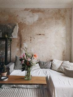 Home Living Room, Living Room Decor, Bedroom Decor, Pastel Home Decor, Distressed Walls, Modern Rustic Homes, Dream Home Design, Wabi Sabi, Interior Design Inspiration