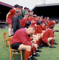 Even Bill Shankly had trouble organizing squad photos....1967
