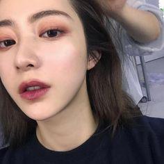 HMOE #KoreanMakeupLipstick #KoreanBeautyTips Korean Makeup Tips, Korean Makeup Look, Asian Makeup, Minimal Makeup, Simple Makeup, Natural Makeup, Daily Make Up, Eye Make Up, Make Up Looks