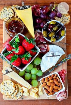Want to impress your guests with fantastic party platters? Read on and gather some great ideas for party platters that are sure to WOW your guest. Party Platters, Cheese Platters, Food Platters, Cheese Table, Party Trays, Cheese And Cracker Tray, Snack Trays, Wine Recipes, Cooking Recipes