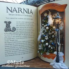 The Traditional Style Black Victorian Lamp Post is a Perfect Chronicles of Narnia Prop for Parties, Occasions and Fan Events Christmas Time, Christmas Crafts, Xmas, Book Crafts, Diy And Crafts, Chronicles Of Narnia Books, Photo Deco, Christmas Party Decorations, Wedding Decorations