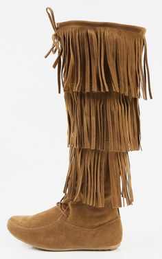 Bohemian royalty is calling your name with these fringe lace up moccasin boots. Pair with a loose flannel and leggings and you'll be crowned fall fashionista. I MakeMeChic.com
