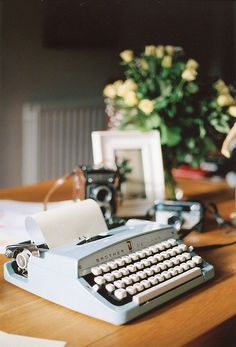 Not only do I desire a typewriter but those old cameras behind it ❤️