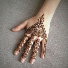 moroccan style henna by Henna Soul Finger Henna Designs, Henna Tattoo Designs, Mehndi Designs For Hands, Mehandi Designs, Moroccan Henna, Moroccan Style, How To Make Henna, Glitter Henna, Geometric Henna