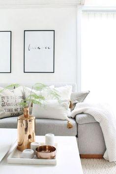 Amazing 41 Affordable Living Room Decor Ideas https://homiku.com/index.php/2018/02/24/41-affordable-living-room-decor-ideas/