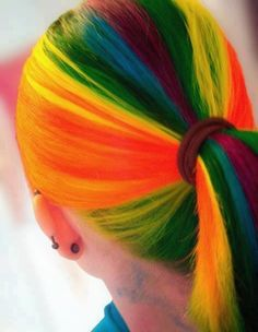 rainbow hair..how could it be look so shine bright?? ._. Love the vibrant colors :)