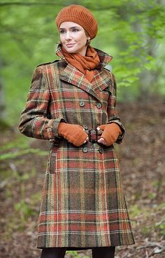 Tartan coat in fall colors Country Fashion, Country Outfits, Scottish Clothing, Tweed Run, Tartan Fashion, Scottish Plaid, Tartan Plaid, Plaid Coat, Blazers
