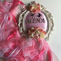 - Kız Bebek Çiçekli Kişiye Özel Kapı Süsü-Pembe Renkler