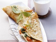 Hier finden Sie viele gesunde Rezepte für süße und herzhafte Palatschinken. Entdecken Sie die köstliche Kreationen von EAT SMARTER!