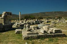 Templo de Hera ou Heraion. Suas diversas fases de construção dataram entre o séc VIII a.C e o séc V a.C. É localizado em frente ao altar da deusa Hera, em Samos. O templo foi declarado Patrimônio Mundial da Unesco em 1992.