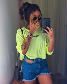 Lauren é contratada para ser babá da Maya, uma menina de 4 a. Look Fashion, Fashion Outfits, Womens Fashion, Fashion Tips, Tattoo Und Piercing, Tumblr Outfits, Girl Inspiration, Casual Chic, Casual Looks