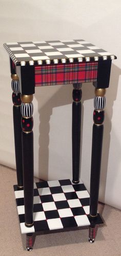 MicheleSpragueDesigns /etsy Plaid is EVERYWHERE these days. Home decor, fashion, furniture .... Everywhere. Why not mix it up with some black and white checks and gold luster details? What you get is a rich, classic and cozy combination. This table is 12 x 12 x 28.5.