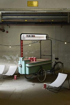 Give Your Rooms Some Spark With These Easy Vintage Industrial Furniture and Design Tips Do you love vintage industrial design and wish that you could turn your home-decorating visions into gorgeous reality? Industrial Design Furniture, Industrial Interiors, Velo Cargo, Eindhoven, Booth Design, Room Paint, Store Design, Kiosk Design, Home Improvement Projects
